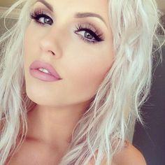 Marilyn Monroe inspired makeup look - winged eyeliner, flawless skin, nude pink lips | thebeautyspotqld.com.au