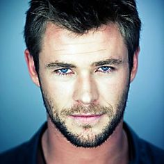 10 Hottest Male Celebrities Chris Hemsworth by Michael Muller I don't know how actresses that work with him control themselves!Chris Hemsworth by Michael Muller I don't know how actresses that work with him control themselves! Chris Hemsworth Thor, Chris Hemsworth Torse Nu, Chris Hemsworth Sin Camisa, Trailer Peliculas, Hemsworth Brothers, Z Cam, Australian Actors, Hottest Male Celebrities, Celebs