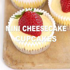 Cheesecake Facil, Mini Cheesecake Cupcakes, Easy Cheesecake Recipes, Mini Cheesecakes, Easy Cookie Recipes, Easy Desserts, Baking Recipes, Blackberry Cupcakes, Lemon Cupcakes