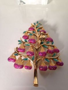 2019 Fashion Gold Tone Christmas Holiday Brooch Pin With Dangling Presents Pins & Brooches