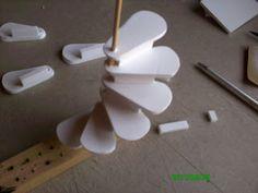 el mundo de las manualidades y la artesanía: construyendo una escalera de caracol paso a paso