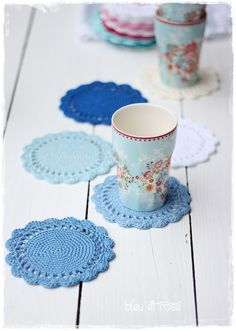 Place mats - Set of 6 crochet mug coasters - a designer piece by bleuet . Placemats – Set of 6 crochet mug coasters – a unique product by bleuetrose on DaWanda Crochet Kitchen, Crochet Home, Love Crochet, Crochet Crafts, Knit Crochet, Ravelry Crochet, Easy Crochet, The Coasters, Crochet Potholders