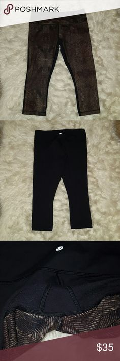 Lululemon crops! Worn, tiny about of pilling.  See pic 3. Otherwise great condition! lululemon athletica Pants Ankle & Cropped