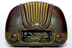 Radio > Telefunken U-1465 (Cariño) - huipputeknologiaa kauniisti muotoiltuna 1940 - 1950-lukujen vaihteesta.