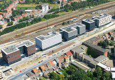 Arquitetura com rocha ornamental: Cinco cores de piedras levam à estação de trens em Leuven