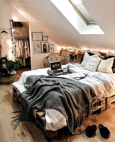 Bohemian Style Ideas for Bedroom Decor # bohemianbedroom- Bohemian Style -., Bohemian Style Ideas for Bedroom Decor # bohemianbedroom- Bohemian Style Ideas for Bedroom Decor # bohemian bedroom - decoratingstyle. Room Ideas Bedroom, Dream Bedroom, Home Bedroom, Bed Room, Modern Bedroom, Warm Bedroom, Master Bedroom, Contemporary Bedroom, Minimalist Bedroom