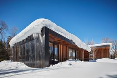 On both sides of the home, echoed in the guest house, ten-foot overhangs run the length of the building. The resulting carved-out spaces, lined with cedar, provide warmth and a natural element, as well as contrast against the metal skin of the building. Residential architecture by CLB in Jackson, Wyoming – Bozeman, Montana. #architecture #design #winterdesign #coldclimate #snow #extremeweather #mountainhome #mountainretreat #mountainmodern Architect House, Architect Design, Light Architecture, Residential Architecture, Modern Luxury, Modern Art, Glass Showcase, Teton Mountains, Mountain Modern