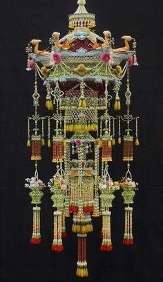 Floral Garland, Flower Garlands, Flower Decorations, Flower Crafts, Flower Art, Thai Design, Flower Ornaments, Thai Art, Prop Design