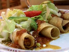 All Authentic Mexican Food Dishes - how to make quick and easy meals in detailed instructions. This is the right place if looking for mexican food rec Crock Pot Recipes, Crock Pot Cooking, Chicken Recipes, Dishes Recipes, Authentic Mexican Recipes, Best Mexican Recipes, Ethnic Recipes, Guatemalan Recipes, Favorite Recipes