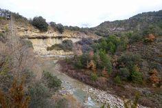 Camino al puente medieval de Roda vemos parte del modelado fluvial del río