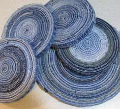 Less glamorous, more functional. Cut those seams out of the old jeans and coil. Coasters and hot pads. Less glamorous, more functional. Cut those seams out of the old jeans and coil. Coasters and hot pads. Diy Jeans, Jeans Denim, Denim Bag, Denim Backpack, Jean Crafts, Denim Crafts, Pach Aplique, Jeans Recycling, Denim Ideas