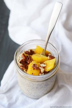 This mango chia pudding is inspired by the Mango Lassi, a traditional Indian yogurt drink. It's sweet, with a subtle tart finish from the probiotic packed kefir. Food Baby, Baby Food Recipes, Dessert Recipes, Healthy Recipes, Eating Healthy, Healthy Living, Clean Eating, Chia Recipe, Mango Lassi