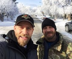 """charlidos: """"Tom and Jacob Tomuri on the (neverending and eternally snowy) set of The Revenant. Shared by Jacob. so where's the blag toque, tommy? Tom Hardy Beard, Tom Hardy Photos, Best Supporting Actor, Thing 1, The Revenant, Hollywood Actor, Good Looking Men, Perfect Man, Bearded Men"""