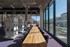 Reportage photographique de l'architecture intérieure de cet équipement public, ses espaces, ses aménagements, son mobilier.