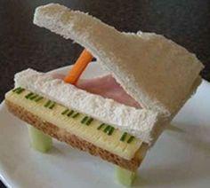 ¿Por qué nos empeñamos en creer que los peques no se dan cuenta de las cosas? No hay nada más lejos de la realidad.  ¿La hora de las comidas de tus niños supone una auténtica lucha, tanto para ti  como para ellos?  Si es así, en este enlace http://bricoblog.eu/platos-infantiles, te proponemos unas cuantas ideas centradas en la presentación y el diseño de la comida.  Ponlas en práctica y te convertirás en una auténtica artista de la cocina infantil.