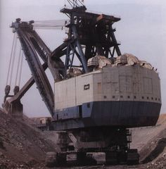 the Marion 6360 power shovel. In 1965, it was the heaviest land vehicle ever built.