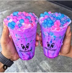 Is it like a milkshake with these gelatin boba pearls? - Is it like a milkshake with these gelatin boba pearls? – Is it like a milkshake with these gelati - Milk Shakes, Candy Drinks, Yummy Drinks, Yummy Food, Boba Drink, Unicorn Foods, Rainbow Food, Rainbow Drinks, Colorful Drinks