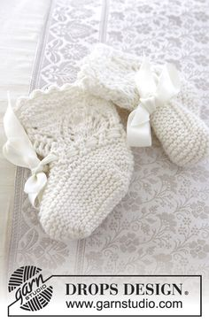 My Fairy Booties / DROPS Baby - Knitted baby socks with lace pattern for Christening or special occasions in DROPS Cotton Merino. Baby Knitting Patterns, Knitted Mittens Pattern, Knitting For Kids, Crochet For Kids, Knitting Socks, Baby Patterns, Knitting Projects, Summer Patterns, Lace Knitting