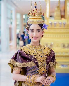 Lovely Thai lady in national costume. Traditional Thai Clothing, Traditional Fashion, Traditional Dresses, Thailand Costume, Thai Wedding Dress, African Wear Dresses, Thai Dress, Royal Dresses, Thai Style