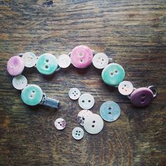 Handmade ceramic and vintage mother of pearl button bracelet posted off to Folksy customer. #ceramicbuttons #vintagebuttons #buttonbracelet #folksyhq by damsontreepottery