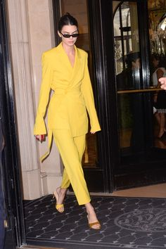 Kendall Jenner in a yellow pantsuit with matching sandals in September 2018 in Paris. #kendalljenner #yellow #fashion #streetstyle #pfw