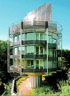 Fuller, Why would you build a round house? Unusual Buildings, Interesting Buildings, Beautiful Buildings, Crazy Houses, Cool Tree Houses, Weird Houses, Solar Panel Cost, Solar Panels For Home, Building Design