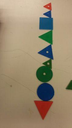 Domino. Kaksi ominaisuutta muuttuu. Samaa voi pelata kolmella tai neljällä muutoksella. Mathematics, Classroom, Cards, Study, Math, Math Resources, Maps