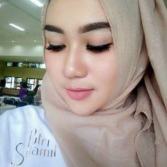 Argwentyapearce Hijab Dp, Hijab Niqab, Girl Hijab, Muslim Girls, Muslim Women, Hijab Collection, Muslim Beauty, Indonesian Girls, Traditional Fashion