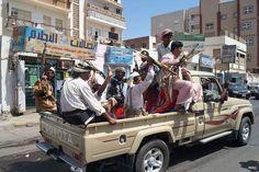Pengiriman senjata dari Iran untuk pemberontak Syiah disita di Yaman  ADEN (Arrahmah.com) - Pasukan perlawanan Yaman menyita sebuah kapal sarat senjata dan amunisi yang diyakini ditujukan untuk pemberontak Syiah lansir MEMO (11/7/2016).  Dalam sebuah pernyataannya gubernur jenderal kota Aden Aidroos Al-Zubaidi mengatakan bahwa pasukan perlawanan Yaman menyita pengiriman senjata di dekat pantai Somalia dan Djibouti yang berasal dari Afrika menuju daerah Al-Mulkha yang dikuasai oleh…