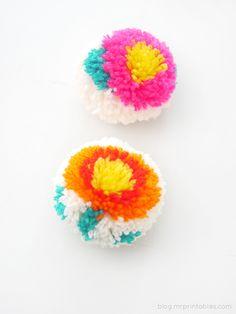 Flower pompoms with a DIY pompom maker - Tutorial
