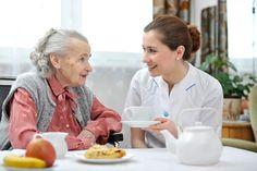 Las personas de la tercera edad que se sienten solas visitan al doctor más seguido   Ese Mediquito...!