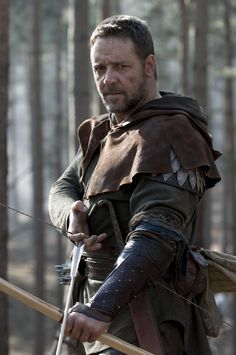 Russell Crowe as Robin Hood shows courage, chivalry, and a devious nature I don't think even he would like to admit. I like the way Robin Hood is portrayed by this actor. <<<< he did very well. Made it believable. Robin Hood Film, Movies Showing, Movies And Tv Shows, Movie Stars, Movie Tv, Movie Scene, New Tv Series, Russell Crowe, Landsknecht