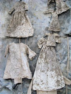 How a composition of dresses can radiate so much desolation. Behold this wonderful piece of art from Anselm Kiefer! Lilith am roten Meer (Lilith at the Red Sea). Anselm Kiefer, Art Textile, Oeuvre D'art, Installation Art, Mixed Media Art, Wearable Art, Collage Art, Fiber Art, Contemporary Art