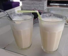 Vanilla milkshake (fast, fresh and delicious) Vanilla Milkshake, Chocolate Milkshake, Milkshake Recipes, Milk Shakes, Chocolate Pastry, Tasty, Yummy Food, Vegetable Drinks, Homemade Ice Cream