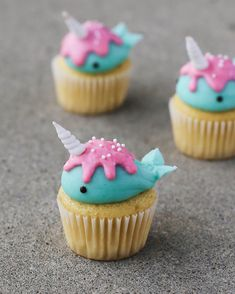 Excellent Christmas cupcakes recipes are available on our web pages. Mini Cupcakes, Cupcakes Frozen, Coffee Cupcakes, Animal Cupcakes, How To Make Cupcakes, Birthday Cupcakes, Cupcake Cakes, Whale Cupcakes, Cute Snacks