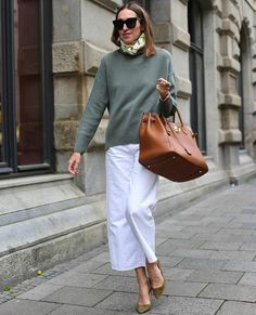 King Fashion, Fashion Now, Sac Birkin Hermes, Street Chic, Street Style, Top Luxury Brands, Classic Outfits, Cashmere Sweaters, Casual Chic