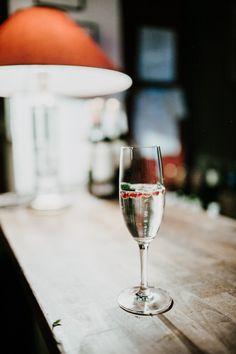 Heiratsantrag feiern mit Sekt