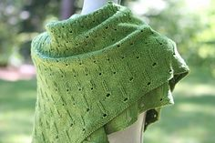 A reversible shawl in two sizes.
