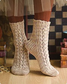 Vokuhila is the German word for mullet. It's the perfect name for these socks as they are all business down the back of the leg onto the heel flap, but it's party time down the front of the sock.