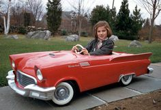 1957 T-Bird pedal car & girl                                                                                                                                                                                 Mais