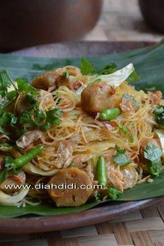 Diah Didi's Kitchen: Tips Mengolah Bihun Jagung Kitchen Recipes, Cooking Recipes, Kitchen Tips, Bihun Goreng Recipe, Pork Recipes, Asian Recipes, Mie Noodles, Prawn Noodle Recipes, Diah Didi Kitchen