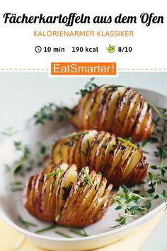 Smarter Klassiker: Ofenkartoffeln - kalorienarm - schnelles Rezept - einfaches Gericht - So gesund ist das Rezept: 8,5/10 | Eine Rezeptidee von EAT SMARTER | Backen, Ofengerichte, Ofenkartoffeln, Günstige-Rezepte, Gemüse, Kräuter, Beilage, sättigende Beilage, Vegan, Vegetarisch #wurzelgemüse #gesunderezepte