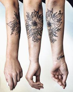 Floral tenderness for @elenandrevn ✨ #tattoo #blacktattoo #ink #floral #floraltattoo #flowertattoo #forearmtattoo #тату #タトゥ #刺青 #入れ墨