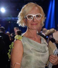 Linnanjuhliin hyvillä teoilla ja ystäväyrittäjien tuella - Marja Nousiainen - paras oppaasi digitaaliseen markkinointiin - marjanousiainen.com Cat Eye, Eyes, Glasses, Fashion, Moda, Eyewear, Fashion Styles, Eyeglasses, Eye Glasses