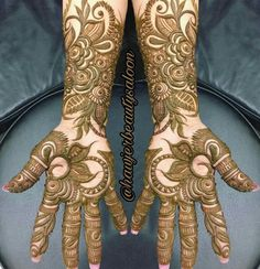 No photo description available. Pakistani Henna Designs, Arabic Henna Designs, Mehndi Designs For Girls, Mehndi Designs For Beginners, Dulhan Mehndi Designs, Wedding Mehndi Designs, Unique Mehndi Designs, Beautiful Mehndi Design, Mehendi