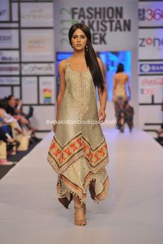 Ayyan in Shehla Chatoor (Fashion Pakistan Week Pakistan Fashion Week, India Fashion, Girl Fashion, Bollywood Outfits, Pakistani Outfits, Indian Designer Outfits, Designer Dresses, Look Short, Kurti Designs Party Wear