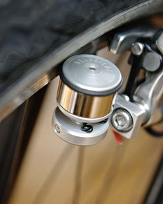 VELOGICAL Dynamo with its feather weight of only 75gr is a new power system is extremely light, called Rim precisely because it runs on the flat surface of the rim and brake recalls the traditional dynamo of city bikes.
