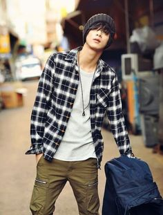 29 Cool Fashion Looks with Plaid Shirt for Teen Boys - Fashionmgz Winter Outfits Men, Outfits For Teens, Boy Outfits, Ootd Winter, Stage Outfits, Simple Outfits, Stylish Outfits, Dress Outfits, Summer Outfits