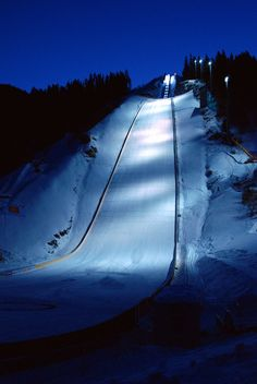 Vikersundbakken.. HUGE! Iron Mountain Michigan, Ski Jumping, Cute Posts, Sport 2, Norway, Skiing, Cool Pictures, Ocean, Sky