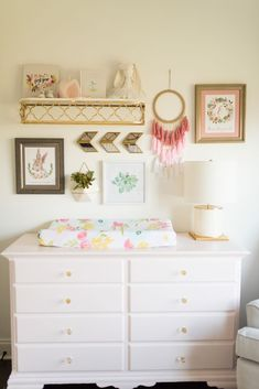 A beautiful gallery wall for a baby girls nursery. The various elements go together so well, from the shelf to the arrows and the dream catcher. It's all so lovely!